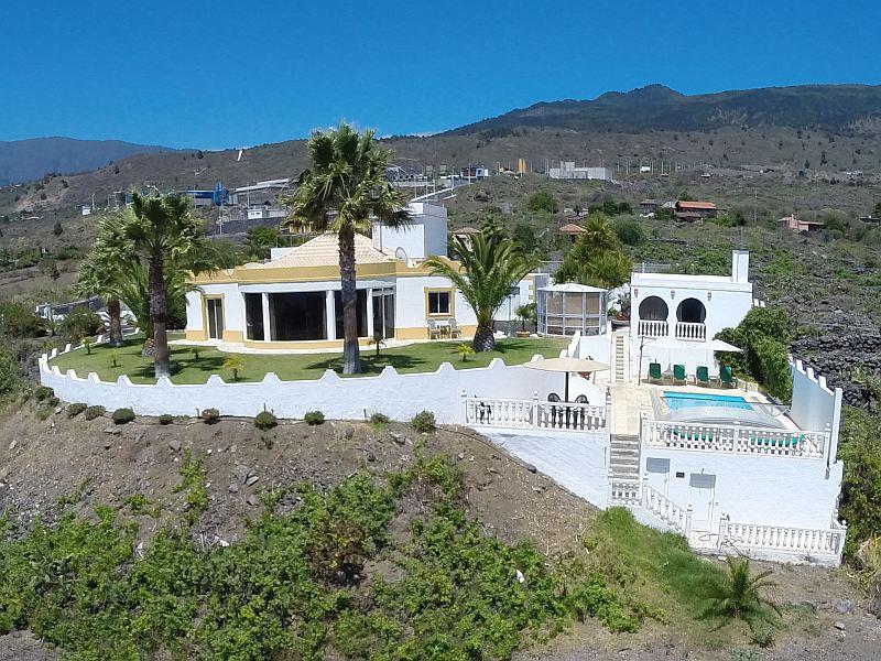 Una villa exclusiva  en estilo moruno con piscina, casa de huéspedes & Bodega!!