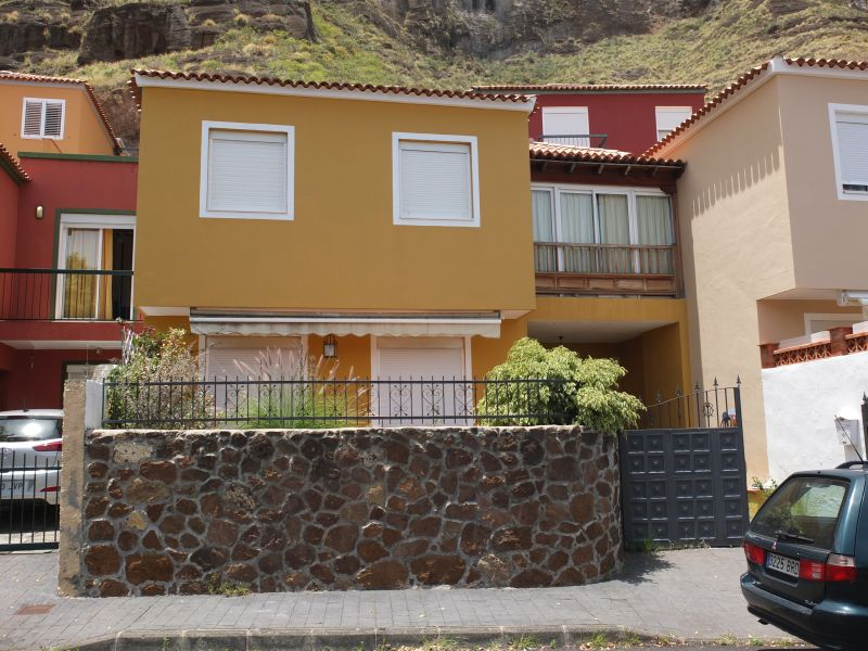 Modern terraced house close to the town center