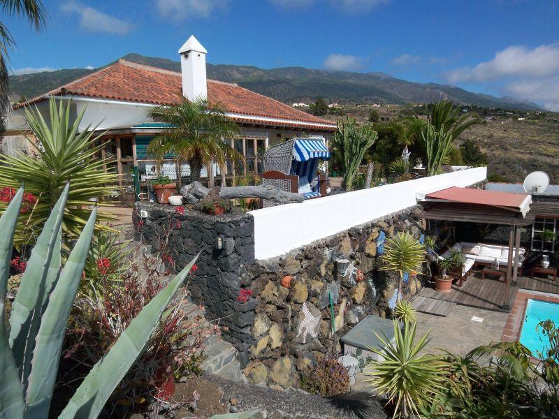 Perfektes und sehr gepflegtes Anwesen mit Haupthaus, Gästehaus und Pool !!!